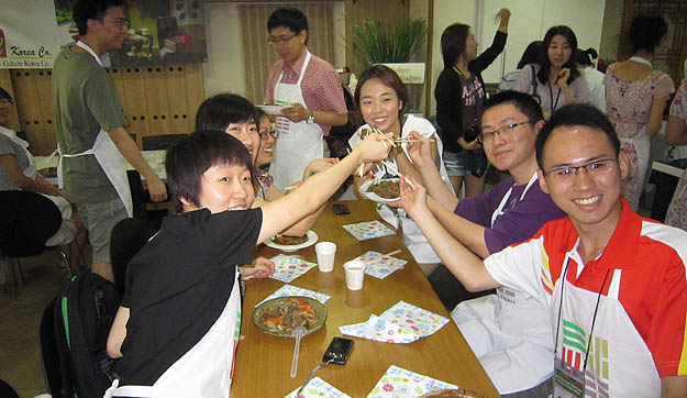 Student reporters of Chinese universities Visit to Report on Korean Culture(2011)